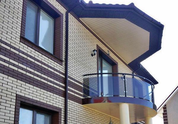 Выбираем дизайн балкона для загородного дома: фото интересны.